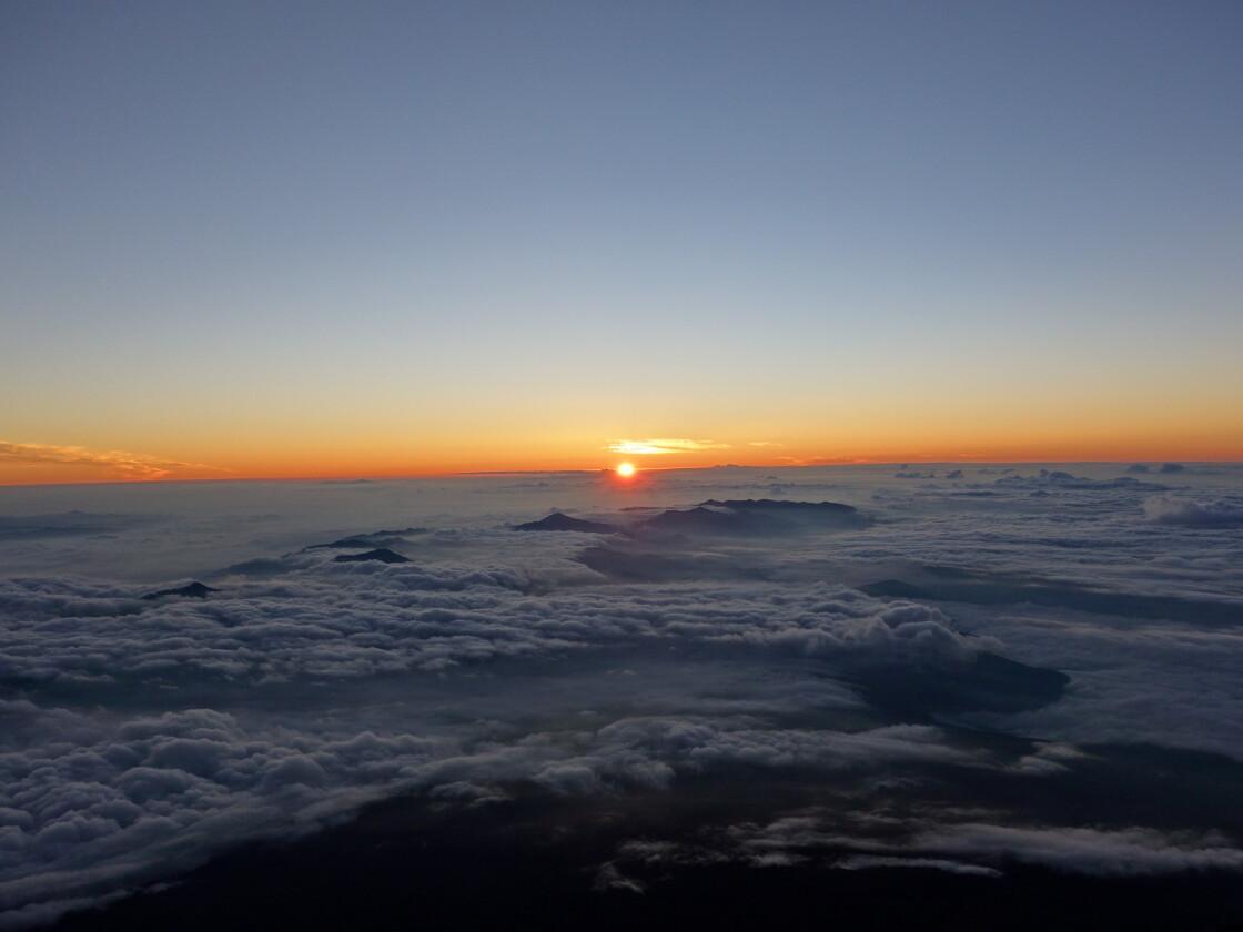 富士山頂でのご来光